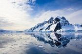 Montañas nevadas — Foto de Stock