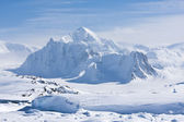 Snöiga toppar — Stockfoto