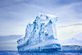 Huge iceberg — Stockfoto