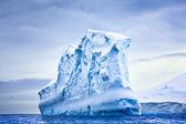 巨大的冰山 — 图库照片
