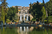 Tivoli, Italia. Garden, pool and fountain — Photo