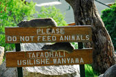 Please do not feed animals — Stock Photo
