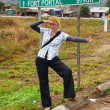 Hitchhiking blonde girl in Africa — Stockfoto