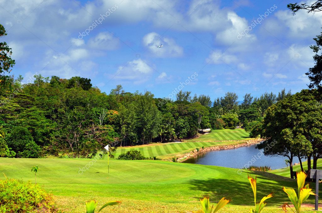 Golf field at island Praslin, Seychelles. Nature background — Stock Photo #6582090