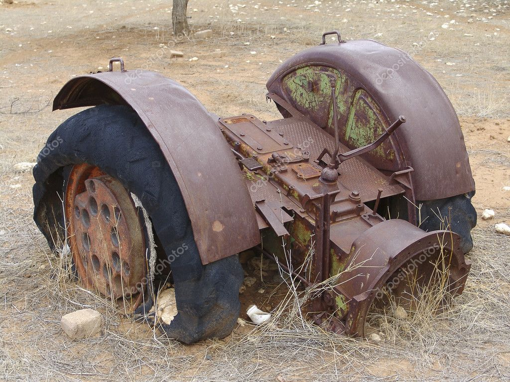 Old agricultural machine in rusty and deadful condition — Stock Photo #5450665