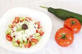 Свежий Средиземноморский салат — Стоковое фото