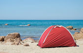 Tent on the beach — 图库照片