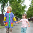 Boy and little girl under the rain — ストック写真