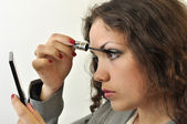 Pretty young lady painting her lashes — Stock Photo