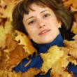 Girl and autumn leaves — Foto de Stock