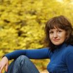 forêt de jeune fille et l'automne — Photo
