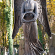 Monument to an angel on a cemetery — 图库照片