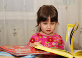 Child reading the book — Stock Photo