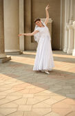 The dancing bride — Stock Photo