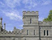 фасад и башня древний замок — Стоковое фото