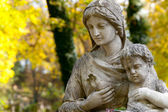 Monument of the woman with the child on a cemetery — Stock Photo