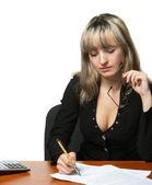 De zakenvrouw ondertekent het contract — Stockfoto