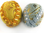 Two easter egg gold and silver 2 — Stock Photo