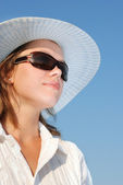 Woman in sunglasses and a hat — Stock Photo