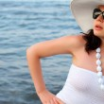 The woman on seacoast — Stock Photo