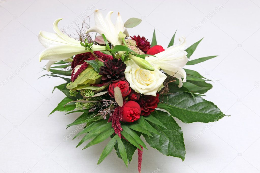 Flowers - roses and lilies - horizontal with space for text — Stock Photo #6726834