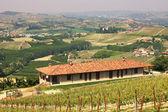 Casa colonica sulle colline del Piemonte. — Foto Stock
