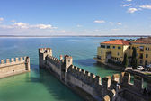 View on Lake Garda and ancient fortification. — Stock Photo