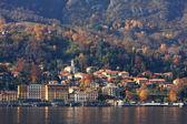 Tempo di autunno sul lago di como in italia. — Foto Stock