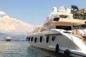 Yacht nella baia di portofino, italia. — Foto Stock