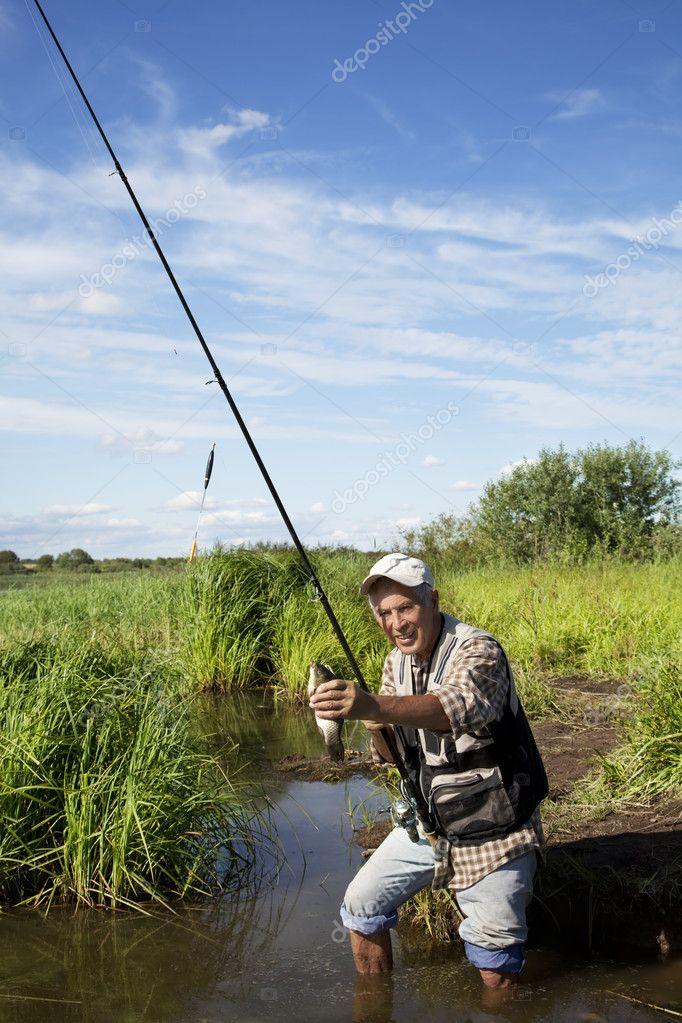 картина рыбак с удочкой фото