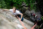 Kobieta wspinacz — Zdjęcie stockowe