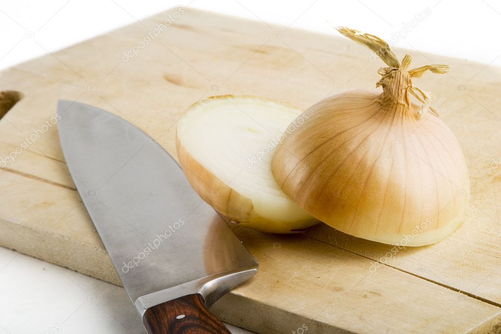 An onion on a cutting board with a knife — Stock Photo #5678700