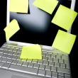 Sticky Note on Computer — Stock Photo
