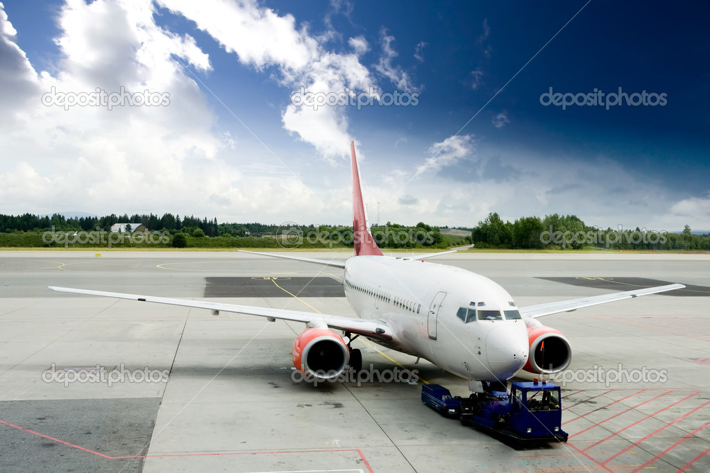 An airplane at the airport on the tarmac — Stock Photo #5685241