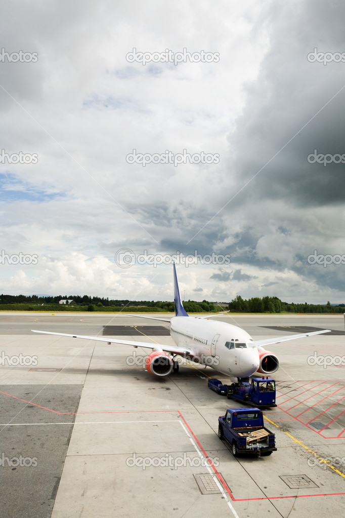 An airplane at the airport on the tarmac — Stock Photo #5685244