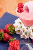 Letní bobule zmrzlinový koktejl — Stock fotografie