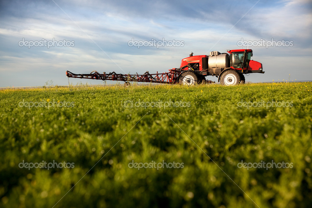 A high clearance sprayer on a field  in a prairie landscape — Stock Photo #5694766