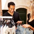 shopping coppia Europa — Foto Stock