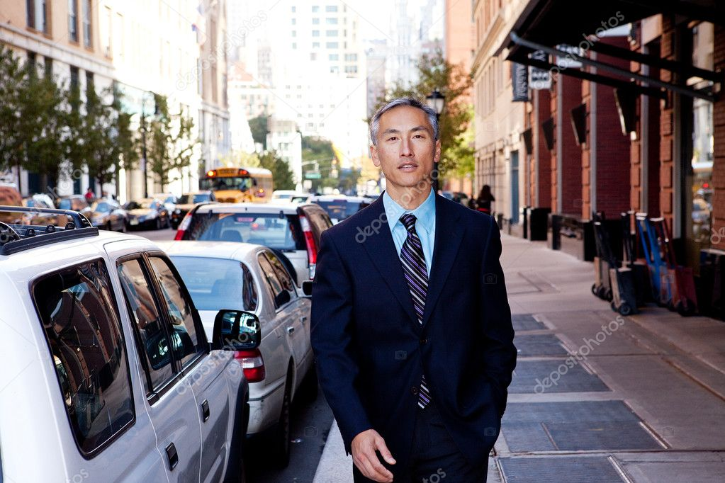 A business man in a city setting on a sidewalk — Stock Photo #5702075