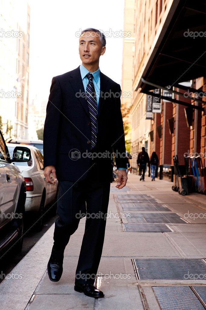 A business man in a city setting on a sidewalk — Stock Photo #5702093