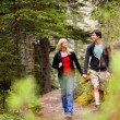 Foto Stock: Walk Forest Couple