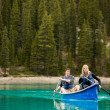Couple Portrait in Canoe — Stockfoto