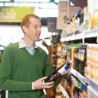 Customer buying bottle of juice - Stockfoto