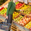 Man Buying Fruit — Stock Photo