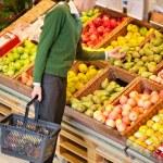 Man Buying Fruit — Stock Photo