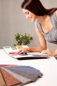 Projektant z próbek dywan — Zdjęcie stockowe