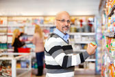 Man in Grocery Store — Stock Photo