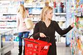 Shopping femme — Photo