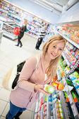 Produkt porównanie sklep spożywczy — Zdjęcie stockowe