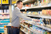Man Shopping in Grocery Store — Stock Photo